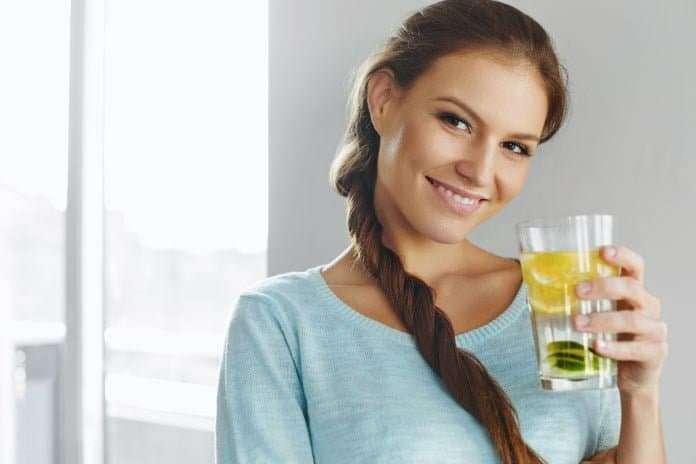 Her Gün 8 Bardak Su İçerek Tedavi Edebileceğiniz Hastalıklar