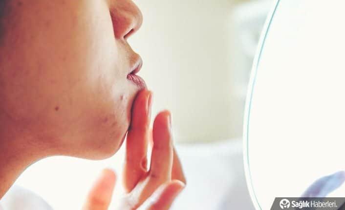 Makyaj ile uyuyunca cildinizin gözenekleri tıkanır