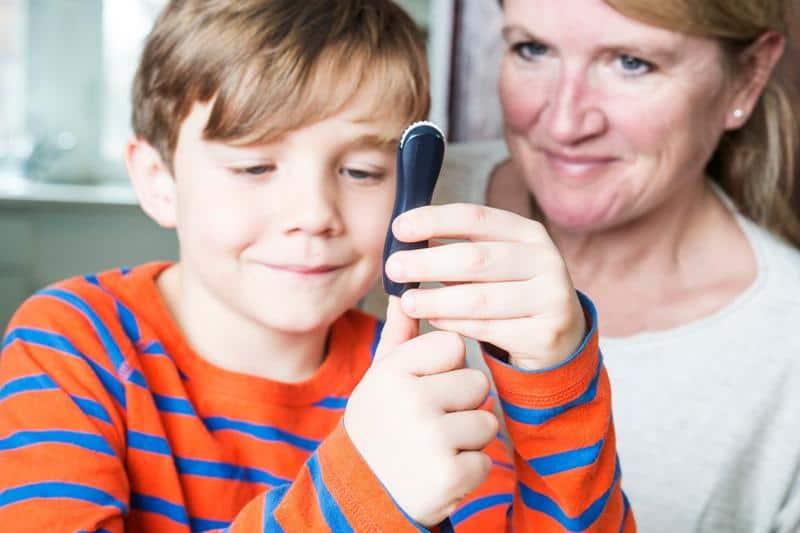 cocuklarda diyabet Çocuğumun Diyabet Hastası Olduğunu Nasıl Anlarım? Belirtileri ve Tedavisi