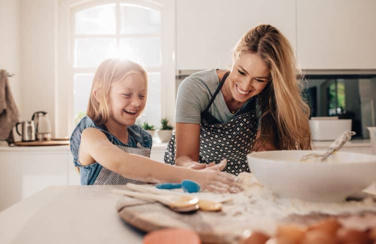Çocuklarda sorumluluk bilinci nasıl gelişir? Anne ve babanın rolü ne?