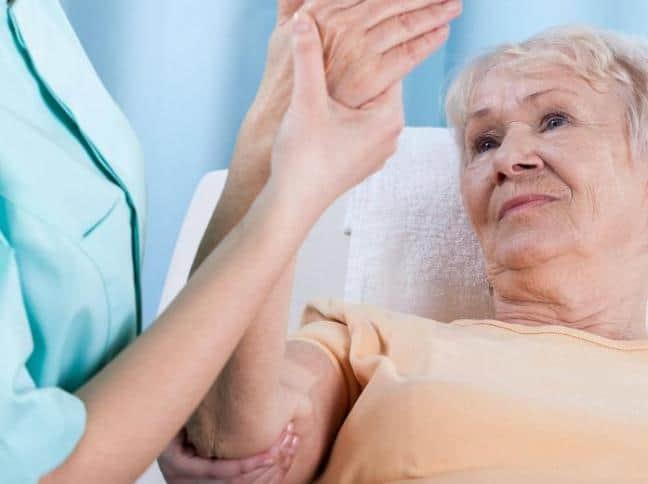 fs osteoporosis Hormonal Değişimler Kemik Sağlığınızı Nasıl Etkiler? Menopoz ve Kemik Erimesi