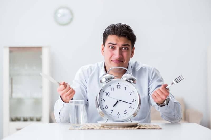 oruc tutarken halsizlik ve susuzluk Oruç Tutarken Halsiz, Susuz Kalmamak İçin Ne Yapmalı, Hangi Gıdaları Tüketmeli?