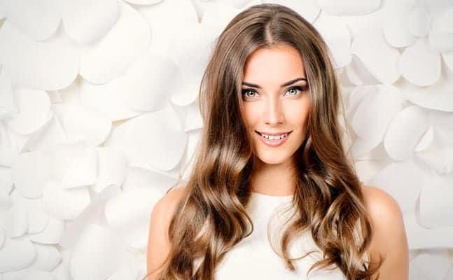 parlak saclar Saçları parlak göstermenin pratik yolları
