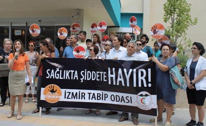 İzmirliler sağlık çalışanlarına şiddete son dedi