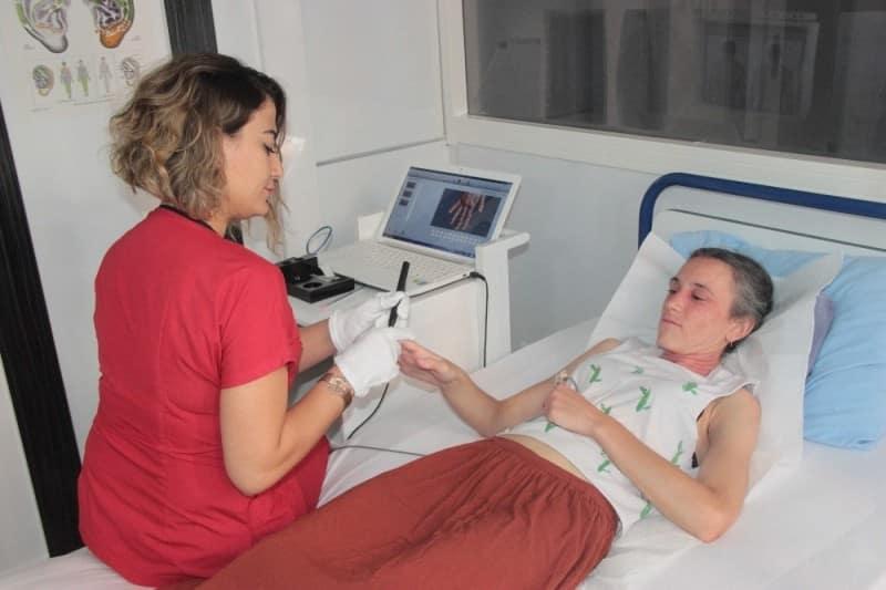 Egzama hastası kadın 35 yıllık hastalığını akupunktur ile yendi!