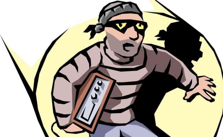 Balıkesir'de ziynet eşyası çalan hırsızlar kıskıvrak yakalandı.