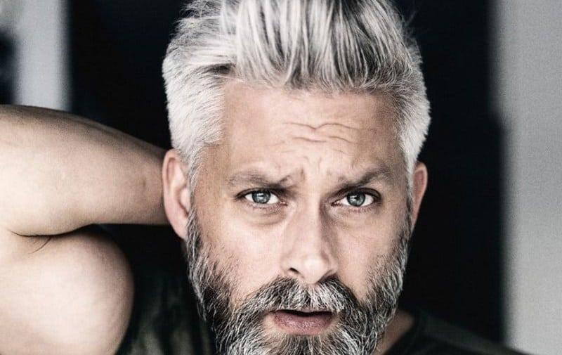 Saç beyazlaması nasıl önlenir? Saç beyazlamasını önleyen doğal öneriler!