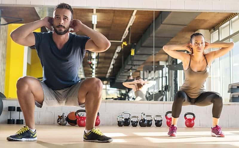 Squat nedir, nasıl yapılır, neye iyi gelir? Kalça ve bacakları toplar mı, sıkılaştırır mı?