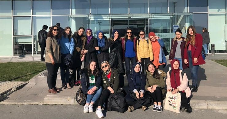 Medipol Üniversitesi Eğitim Fakültesi öğrencilerini projelerine TÜBİTAK'dan destek
