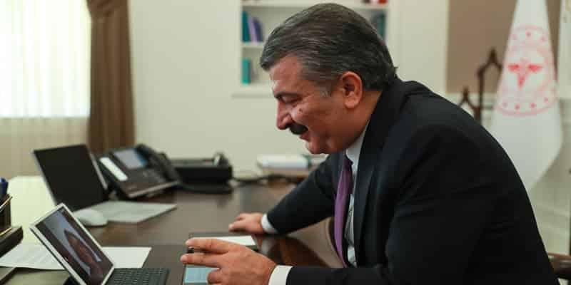 Sağlık Bakanı Koca, Almanya'da yılın doktoru seçilen Gürsoy'u tebrik etti