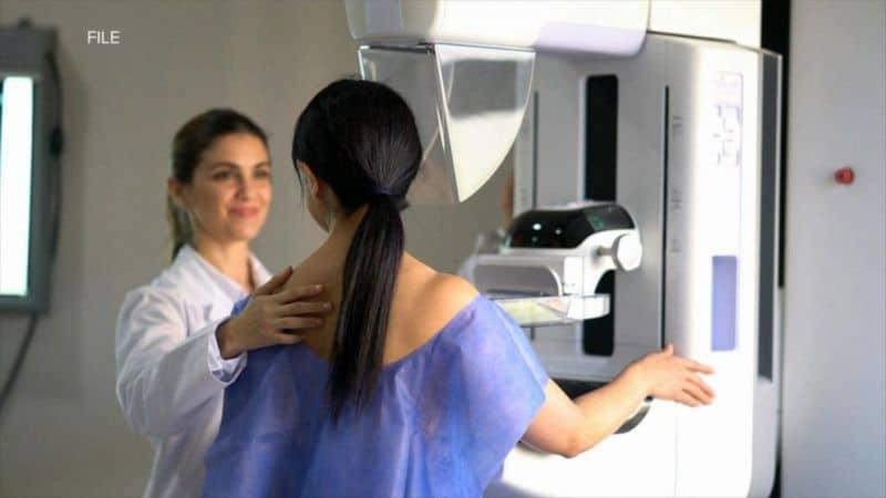 Uzmanlar meme kanseri olan kadınların mutlaka gen testi yaptırmasını öneriyor