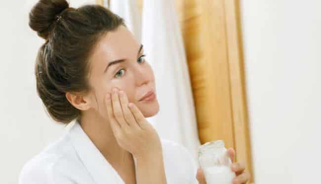 Estetik ve botoks yaptırmadan karbonat kullanarak 10 yaş daha genç görünün!