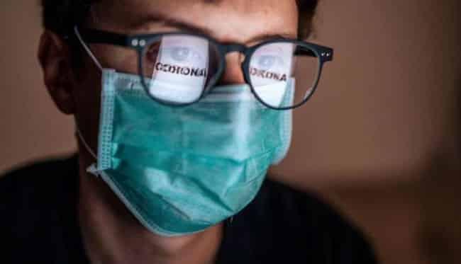 Gözlük takanlara koronavirüs bulaşma riski 5 kat daha az