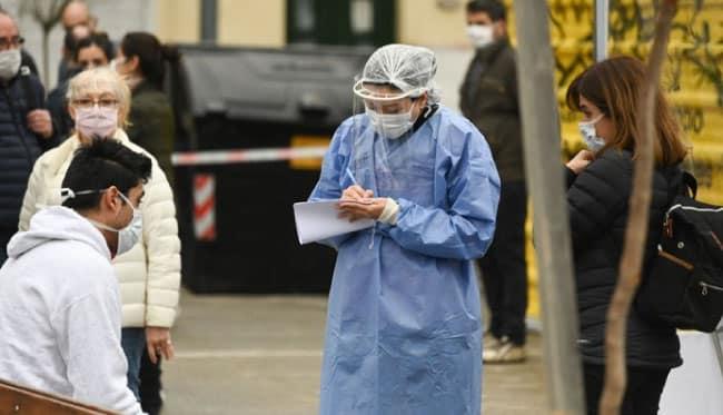 İngiltere yeni koronavirüs tedbirlerini uygulayacak!