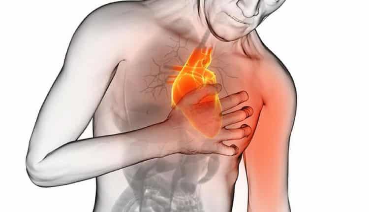 Baskıcı göğüs ağrısı 20 dakikadan fazla sürüyorsa hekime başvurun!