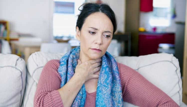 Boğaz ağrısı koronavirüs belirtisi midir?