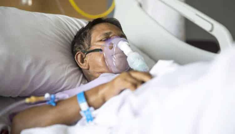 Dünyada ilk vakanın Çin'in Hubey eyaletindeki Wuhan kentinde görülmesinden sonra büyük bir hızla dünyaya yayılarak pandemi ilan edilmesine neden Covid-19 virüsü bugüne kadar 45,3 milyondan fazla insana enfekte oldu. 1 milyon 186 bini aşkın insan ise Covid-19 virüsünün neden olduğu enfeksiyon nedeniyle yaşamını kaybetti. Covid-19 virüsü ülke ekonomilerine de çok büyük darbe vurdu. Yine çok sayıda insan, salgından dolayı işini kaybetti. 33 Milyonu Aşkın İnsan Sağlığına Kavuştu Covid-19 virüsü enfekte olduktan sonra iyileşerek sağlığına yeniden kavuşan vaka sayısının 33 milyon 2 bin 635 kişiye ulaştığı bildirildi. Covid-19 virüsü enfekte olan vakalara dair verilerin 'Worldometer' adlı internet sitesinde toplandığı ve vakalarla ilgili yapılan açıklamaların buradaki verilere göre yapıldığı biliniyor. Vaka Sayısının Yüksek Olduğu Ülkelerde İyileşme Oranı Yüksek Covid-19 virüsü vaka sayısının çok fazla olduğu ve dünyada ilk 5'e giren ülkelerde, aynı zamanda iyileşen vaka sayısının da çok yüksek olduğu görülüyor. Vaka sayısının en fazla olduğu ülkelerden Hindistan'da 7 milyon 373 bin 375 vaka, ABD'de 5 milyon 983 bin 345 vaka, Brezilya'da 4 milyon 954 bin 159 vaka, Rusya'da 1 milyon 186 bin 41 vaka ve Kolombiya'da 950 bin 348 vaka gördükleri tedavi sonrasında Covid-19 virüsünü yenerek sağlığına yeniden kavuştu. Ülkemizde ise 29 Ekim tarihinde açıklanan verilere göre Covid-19 virüsü enfekte olduktan sonra tedavi gören ve sağlığına kavuşan vaka sayısının 320 bin 762 kişi olduğu görülüyor.