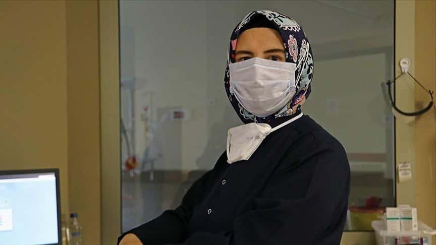 Sağlık çalışanı neslihan ünal hayatının en zor nöbetini tutuyor