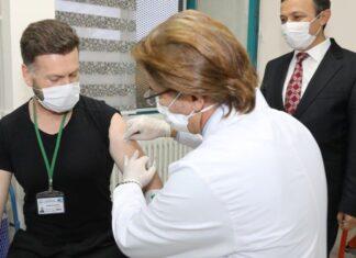 Yerli aşıda ikinci doz vuruldu! Gönüllülerde yan etki görüldü mü?