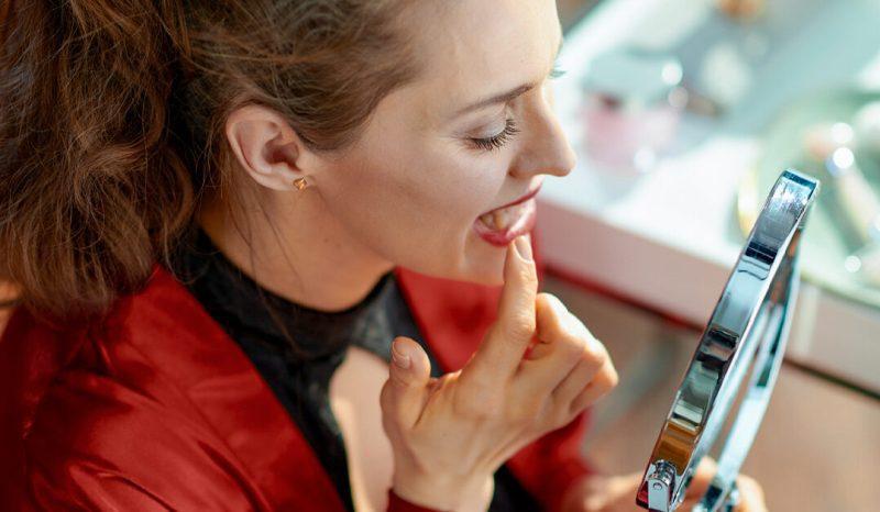 Diş eti çekilmesi neden olur ve nasıl durdurulur? Önlemler ve bitkisel kürler