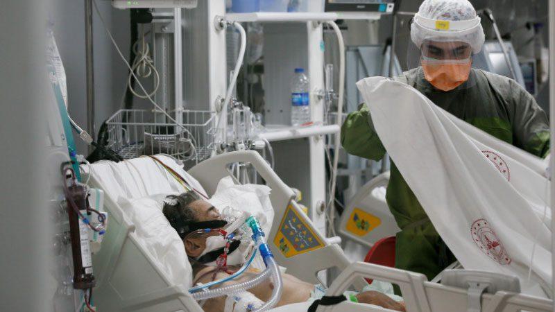Gençlerde yoğun bakımda Covid-19 virüsüne karşı yaşam savaşı veriyor