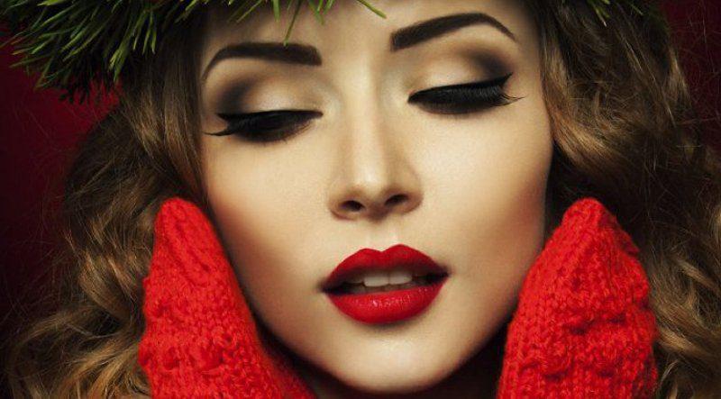 Güzelliğinizi ortaya çıkaracak yılbaşı makyajı önerisi