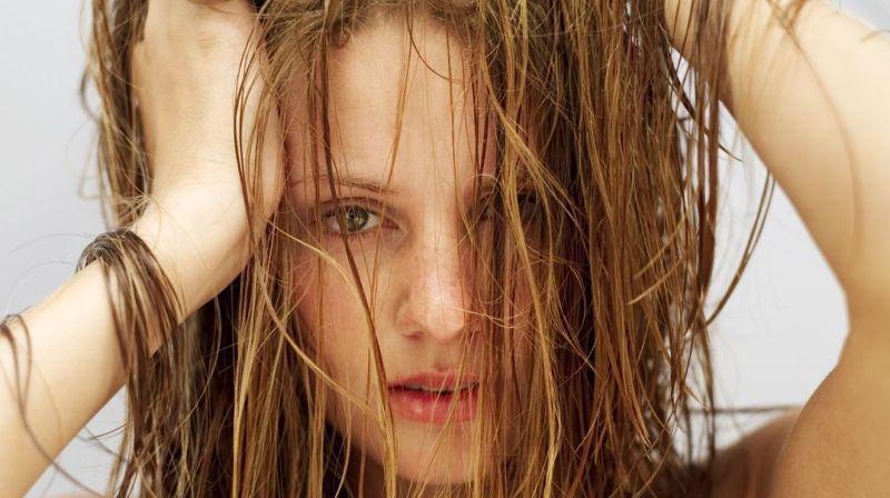 Yağlı saç görünümü nasıl azaltılır? Yağlı saçlar için şampuan tarifi
