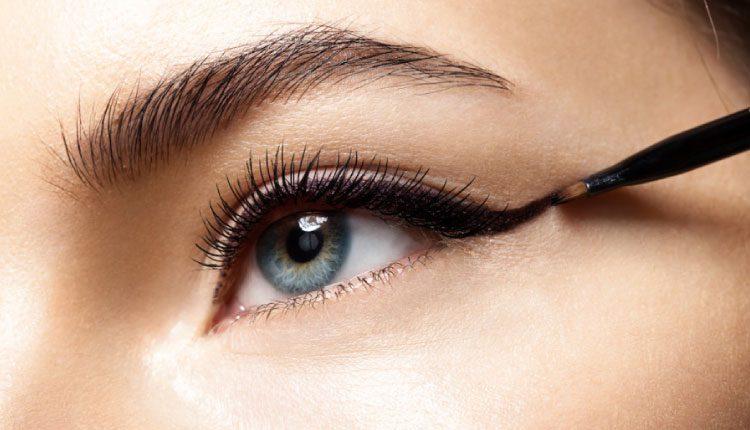 Güzelliği ön plana çıkarmak için en etkili göz makyajı nasıl yapılır?