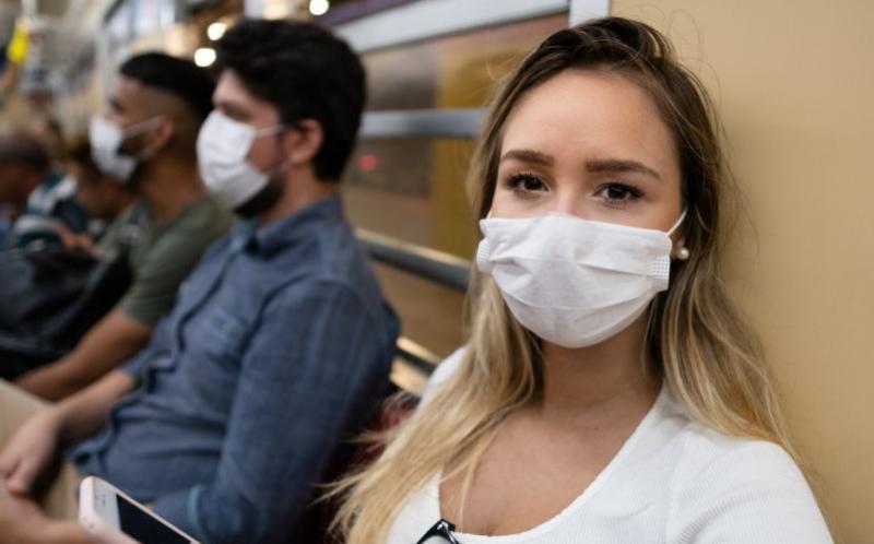 Daha uzun yıllar maske takmaya devam edeceğiz