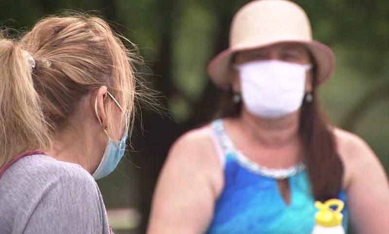 Koronavirüsün bulaş riskini sıcak hava ve uzun süre güneş ışığı düşürüyor