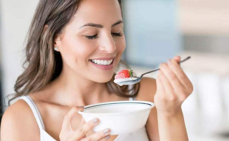 Gece yatmadan önce bir kase yoğurt yemek zayıflatır mı?