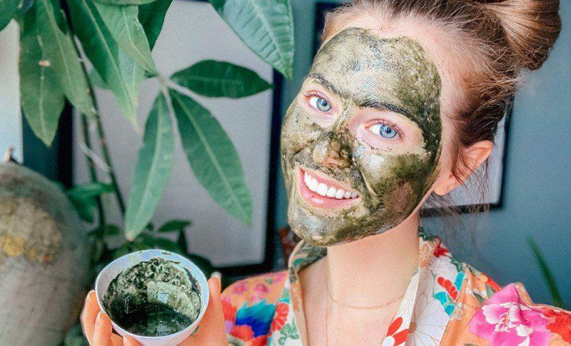 Kuru ciltler için neme doyuracak 5 doğal nemlendirici maske tarifi