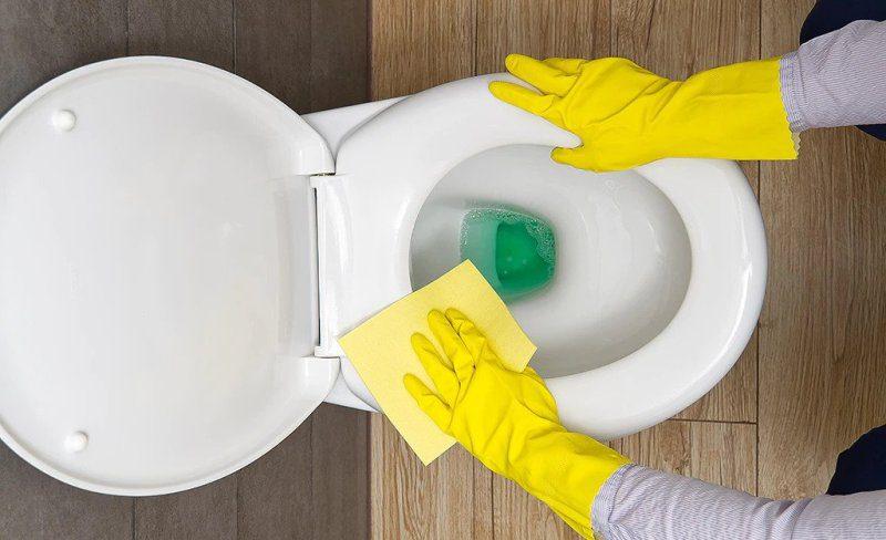 Sararan, siyahlaşmış tuvalet taşı nasıl beyazlatılır?