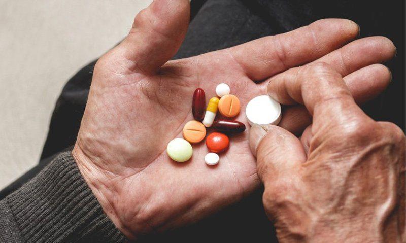 Yanlış ilaç kullanımının yan etkileri 65 yaş üstünü daha fazla etkiliyor!